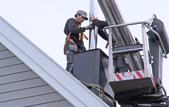Pipefiks piperehabilitering med stålpipe på taket